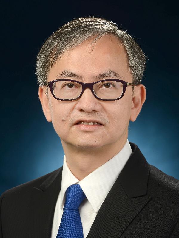 創新及科技局副局長鍾偉强。