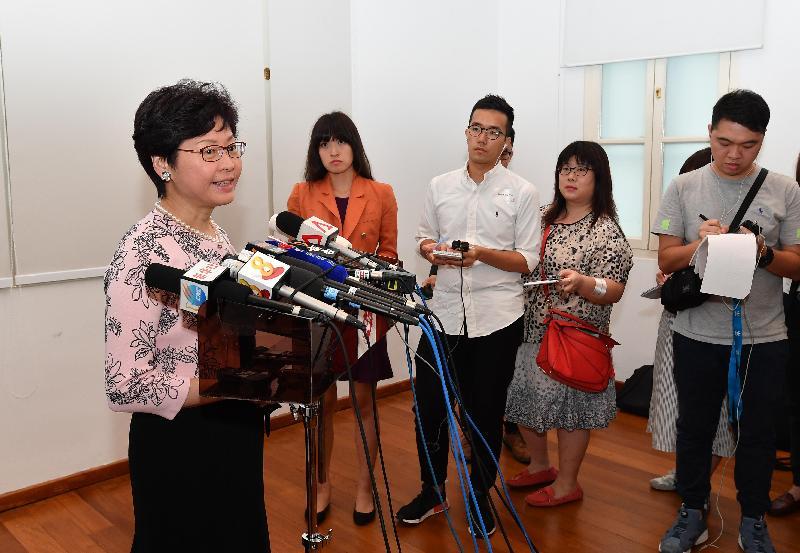 行政長官林鄭月娥今日(八月二日)在新加坡出席「李福志‧新加坡之子‧香港攝影師」攝影展開幕典禮後會見傳媒。