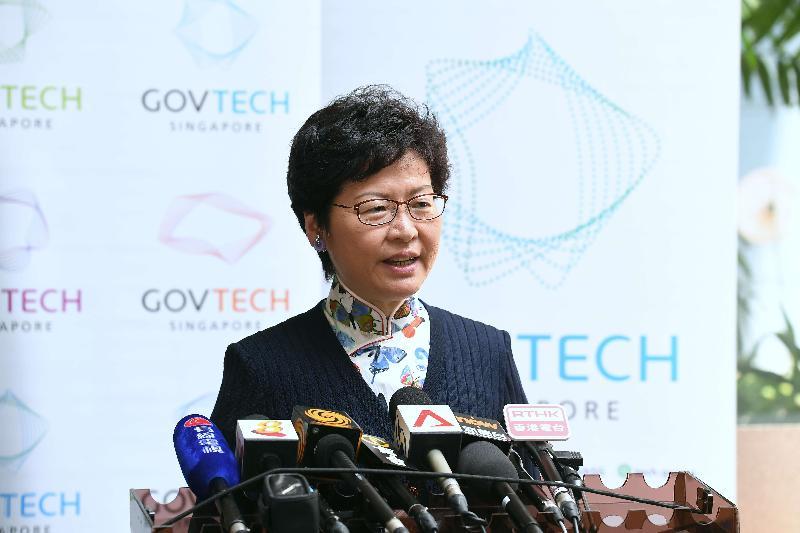 行政長官林鄭月娥今日(八月三日)在新加坡參觀創新數碼服務實驗室「GovTech Hive」後會見傳媒。