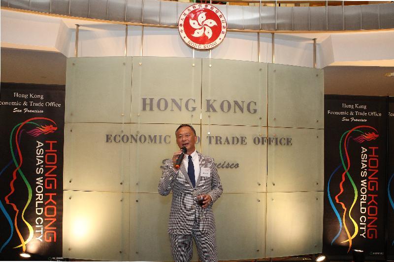 香港導演杜琪峯今晚(三藩市時間八月三日)出席香港駐三藩市經濟貿易辦事處舉辦的酒會,慶祝在三藩市現代美術館上映的「現代電影」之「杜琪峯的警匪江湖」電影節,並在會上致辭。