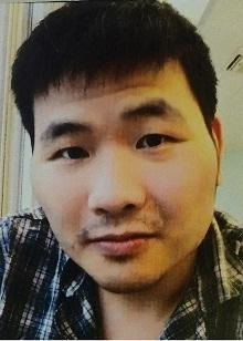 Cheung Wai-kei is about 1.75 metres tall, 77 kilograms in weight and of fat build. He has a round face with yellow complexion, short straight black hair. He was last seen wearing a pink short-sleeved T-shirt, dark green shorts, black sport shoes and carrying a black recycling bag.