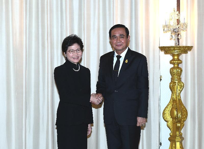 行政長官林鄭月娥(左)今日(八月四日)在曼谷拜會泰國總理巴育(右)。