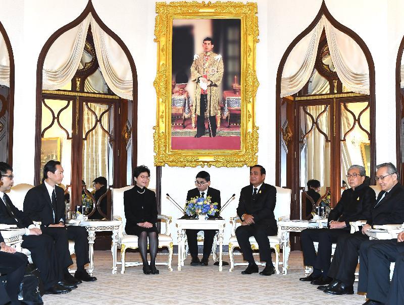 行政長官林鄭月娥(左三)今日(八月四日)在曼谷拜會泰國總理巴育(右三)。