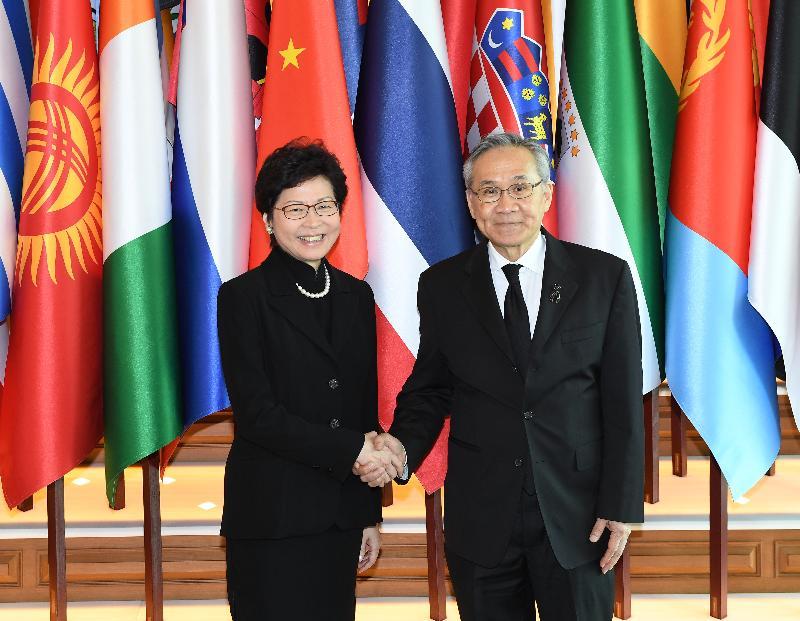行政長官林鄭月娥今日(八月四日)在曼谷與泰國高層官員會面。圖示林鄭月娥(左)與泰國外交部長Don Pramudwinai(右)在會面後合照。