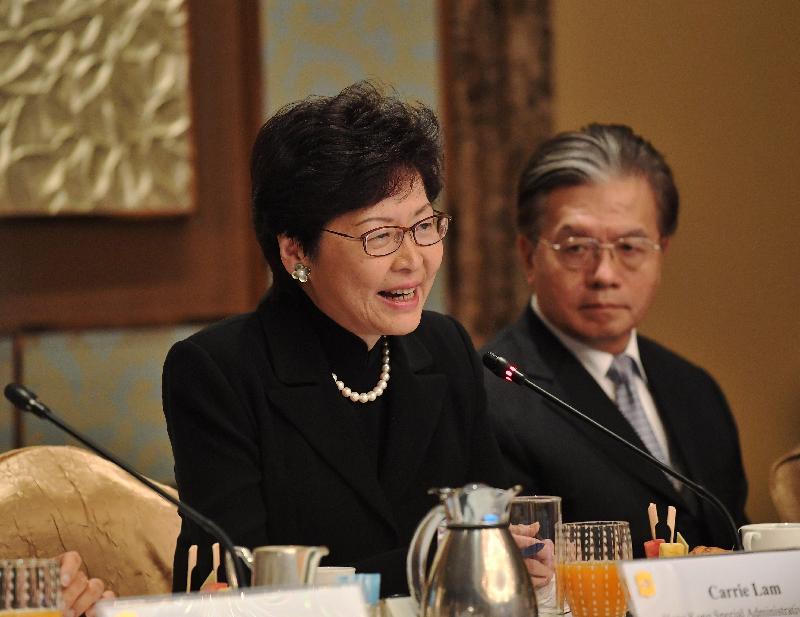 行政長官林鄭月娥今日(八月四日)在曼谷與泰國的工商領袖舉行圓桌會議,探討合作機會。圖示林鄭月娥在會議上發言。