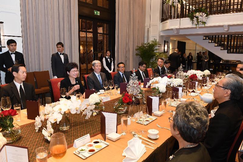 行政長官林鄭月娥(左二)今日(八月四日)在曼谷出席泰國副總理頌吉(左三)所設的晚宴。