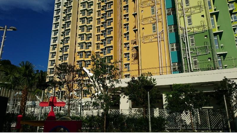 觀塘安達臣道新發展區內的安泰邨首批兩座住宅大廈已開始入伙。