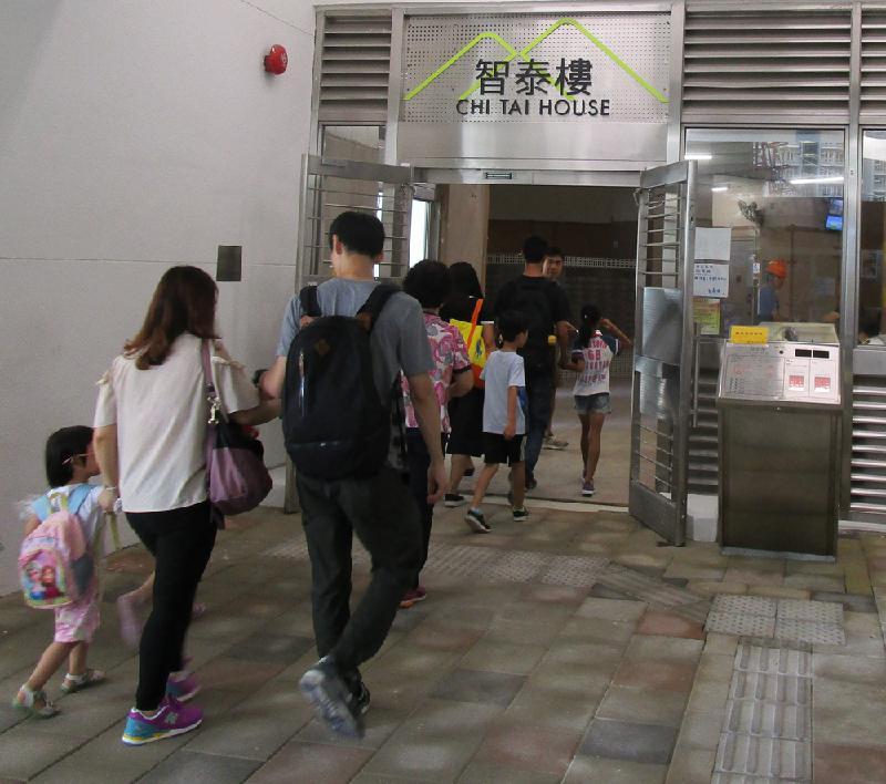 安泰邨智泰樓的居民陸續入伙。