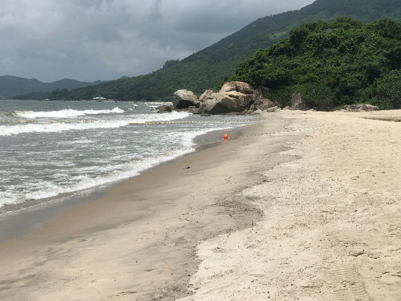 大嶼山下長沙泳灘經清理後,已於今日(八月十一日)下午重開。