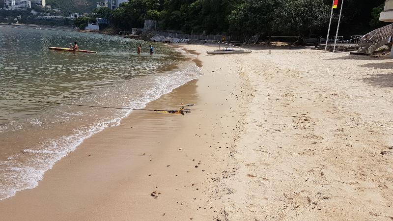 南區中灣泳灘經清理後,已於今日(八月十一日)下午重開。