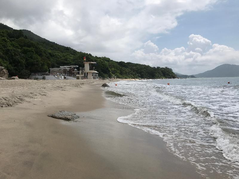 大嶼山塘福泳灘經清理後,已於今日(八月十一日)下午重開。