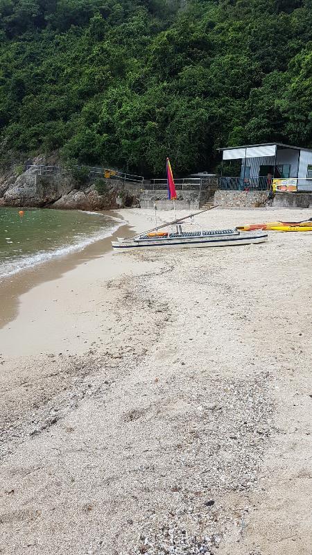 南區龜背灣泳灘經清理後,已於今日(八月十一日)下午重開。