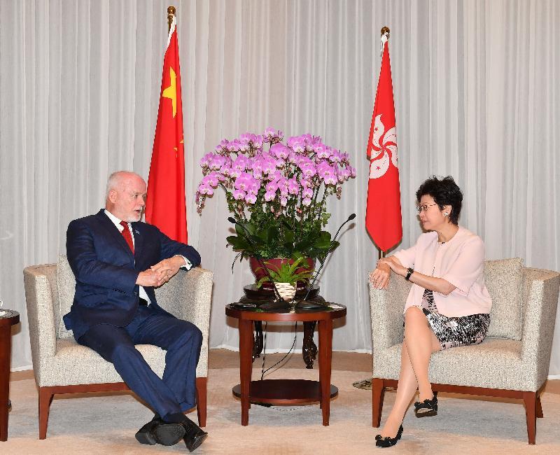 行政長官林鄭月娥(右)今日(八月十六日)上午在行政長官辦公室與訪港的聯合國大會主席彼得.湯姆森(左)會面。