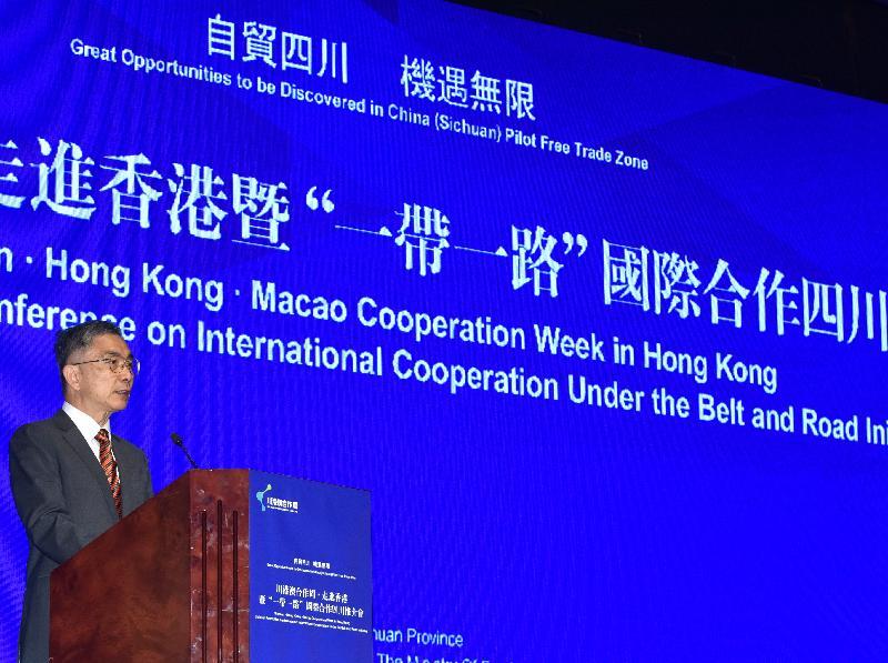 署理財政司司長劉怡翔今日(八月二十二日)出席川港澳合作周--走進香港暨「一帶一路」國際合作四川推介會。圖示劉怡翔在會上致辭。