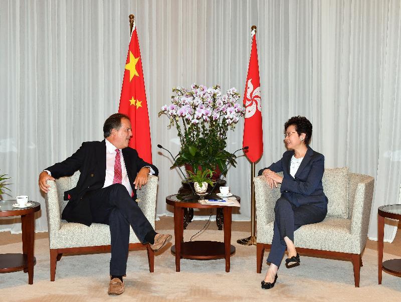 行政長官林鄭月娥今日(八月二十四日)下午在行政長官辦公室與訪港的英國外交部國務大臣田銘祺會面。