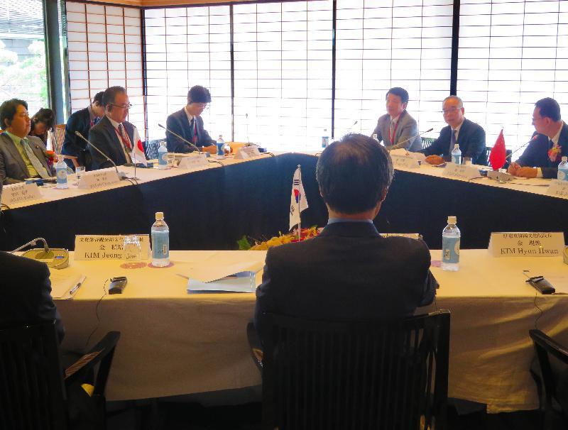民政事務局局長劉江華(右二)今日(八月二十六日)於日本京都以中國代表團成員身分出席中日韓文化部長會議,並在會上發表講話。左一為日本文部科學大臣林芳正。
