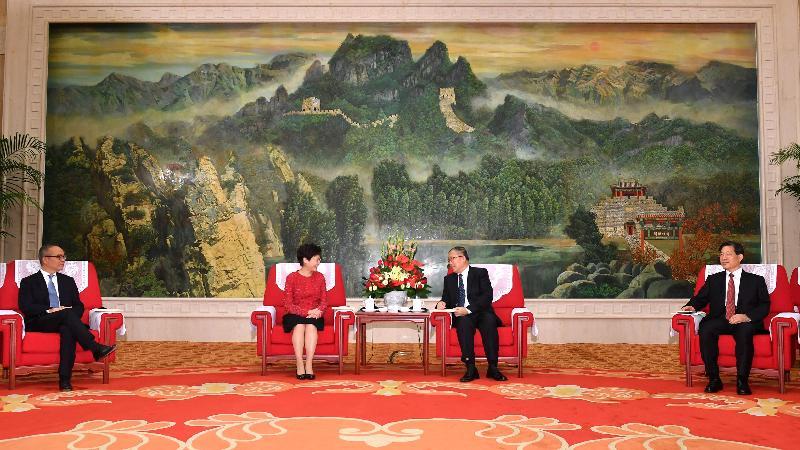 行政長官林鄭月娥(左二)今日(八月二十六日)在天津與天津市委書記李鴻忠(右二)和天津市市長王東峰(右一)會面。旁為民政事務局局長劉江華 (左一)。