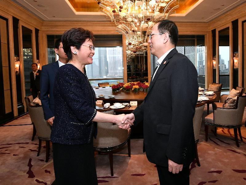 行政長官林鄭月娥(左)今日(八月二十七日)在天津與國家體育總局局長苟仲文(右)會面。