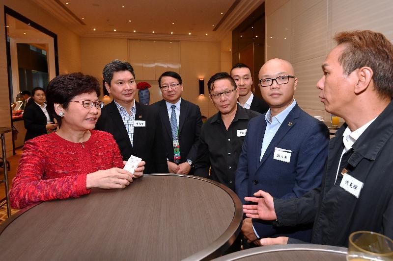 行政長官林鄭月娥(左一)今日(八月二十七日)在天津與於當地工作和營商的香港人會面。