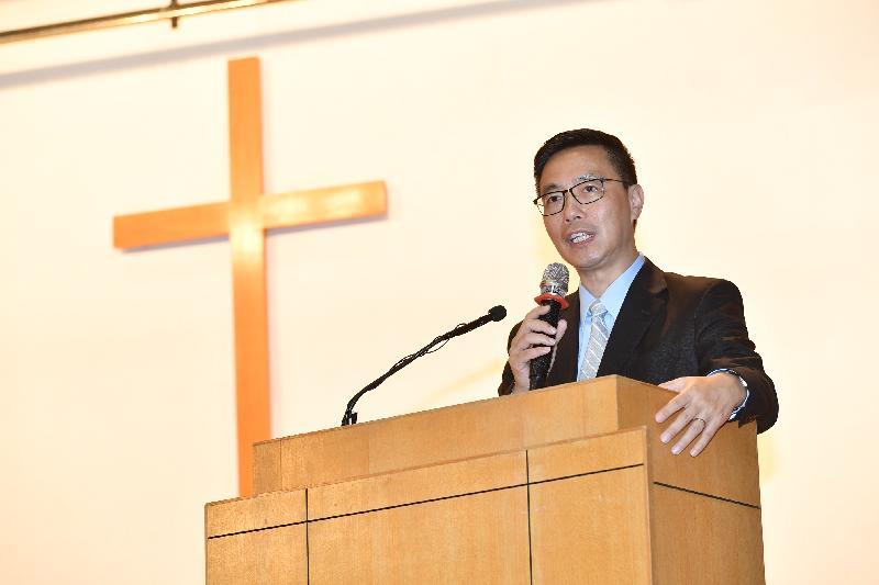 教育局局长杨润雄今日(九月一日)探访基督教宣道会宣基小学,在开学礼上致辞,鼓励师生共建关爱校园。