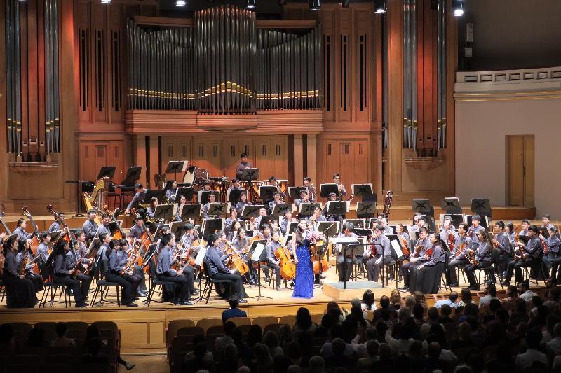 著名小提琴家張永宙與亞洲青年管弦樂團昨日(布魯塞爾時間九月五日)在比利時布魯塞爾的演奏會上合奏。
