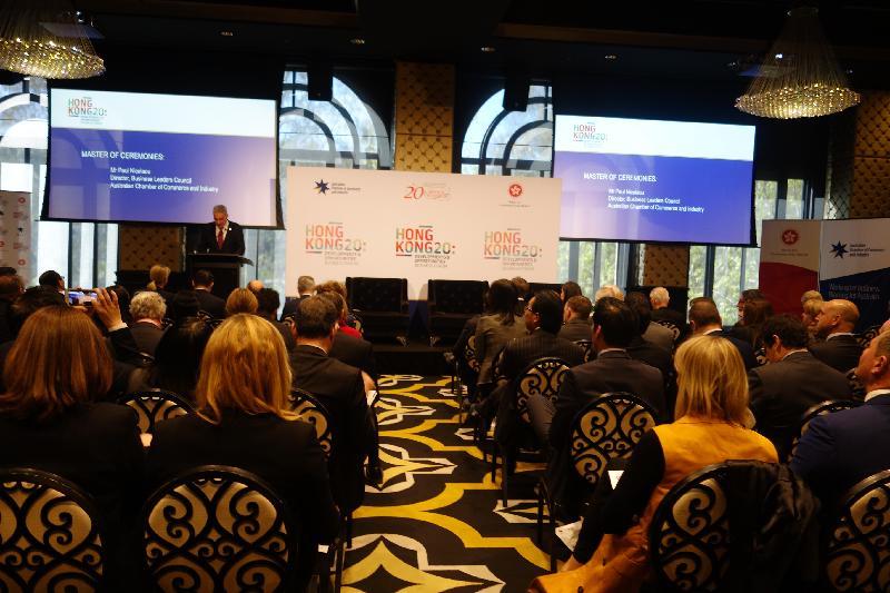 澳洲工商總會及香港駐悉尼經濟貿易辦事處今日(九月八日)在澳洲悉尼聯合主辦「香港20:發展與機遇」商業論壇,以慶祝香港特別行政區成立二十周年,約200名商界和政界人士出席。