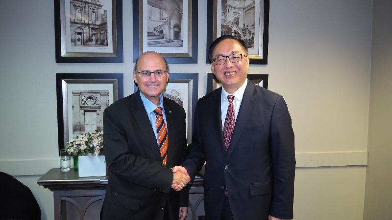 創新及科技局局長楊偉雄(右)今日上午(九月八日)在澳洲悉尼與澳洲工業、創新與科學部部長Arthur Sinodinos會面。