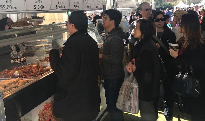 「HK20缤纷嘉年华」今日(悉尼时间九月九日)在悉尼举行,当中香港美食摊位甚受市民欢迎。