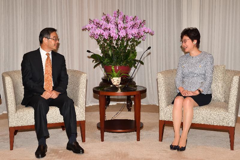 行政長官林鄭月娥(右)今日(九月十四日)上午在行政長官辦公室與國家首席大法官、最高人民法院院長周強(左)會面。