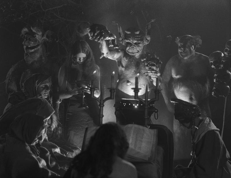 「影評人之選2017——神秘學與電影」由康樂及文化事務署電影節目辦事處主辦,香港電影評論學會統籌,精選六部電影。影片於十一月四日至明年一月二十一日在香港電影資料館電影院及香港科學館演講廳放映。圖為《女巫》(1922)劇照。