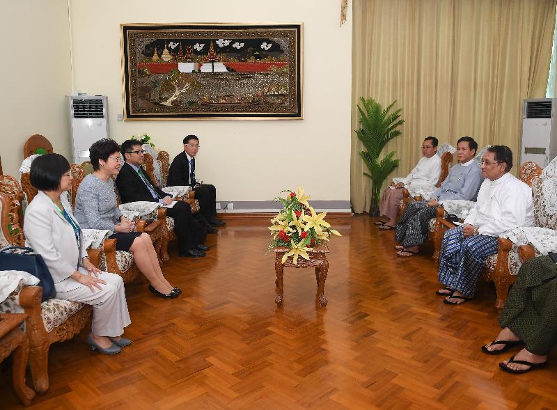 行政長官林鄭月娥今日(九月十五日)展開緬甸訪問行程。圖示林鄭月娥(左二)下午在首都內比都與商務部部長丹敏博士(右一)會面。
