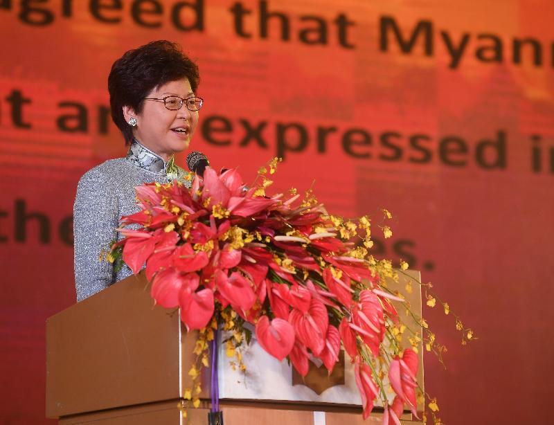 行政長官林鄭月娥今日(九月十六日)繼續緬甸訪問行程。圖示林鄭月娥上午在仰光舉行的第十四屆世界華商大會開幕禮上發表主題演講。世界華商大會自一九九一年起每兩年一度在世界不同城市舉行,旨在向全世界的華商和工商界提供加強經濟合作、促進相互了解的平台。