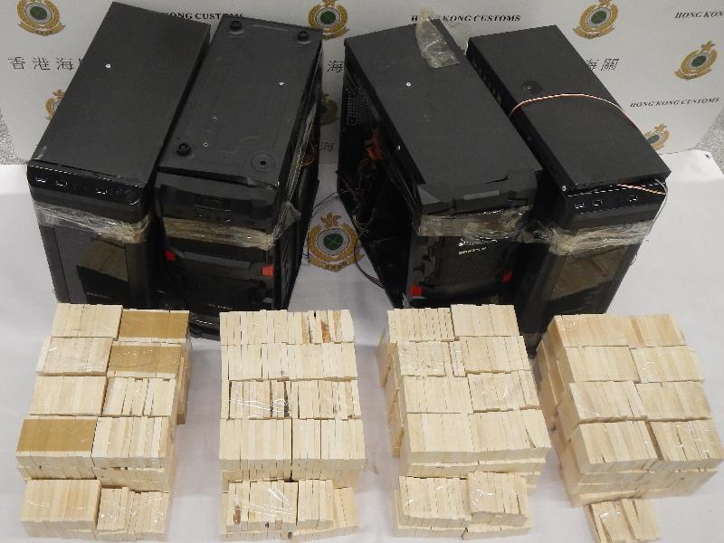 香港海關昨日(九月十六日)在香港國際機場檢獲約六十公斤懷疑象牙製品,估計市值約一百二十萬元。