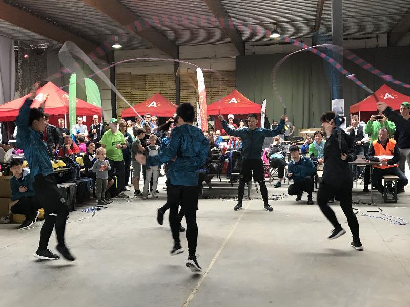 由香港駐布魯塞爾經濟貿易辦事處冠名贊助的比利時安特衞普的「香港龍舟節」九月十六日(安特衞普時間)在比利時安特衞普舉行。圖示來自香港的花式跳繩隊「S / L / A / S / H」在「香港龍舟節」上獻技。