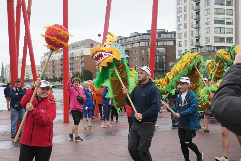 由香港駐布魯塞爾經濟貿易辦事處第二度冠名贊助的「都柏林香港龍舟賽」九月九日和十日(都柏林時間)在愛爾蘭都柏林舉行。圖示九月九日(都柏林時間)在「都柏林香港龍舟賽」的舞龍表演。