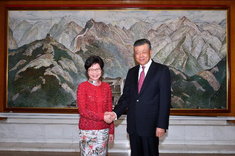 行政長官林鄭月娥(左)今日(倫敦時間九月二十一日)在英國倫敦拜訪中國駐英國大使劉曉明。