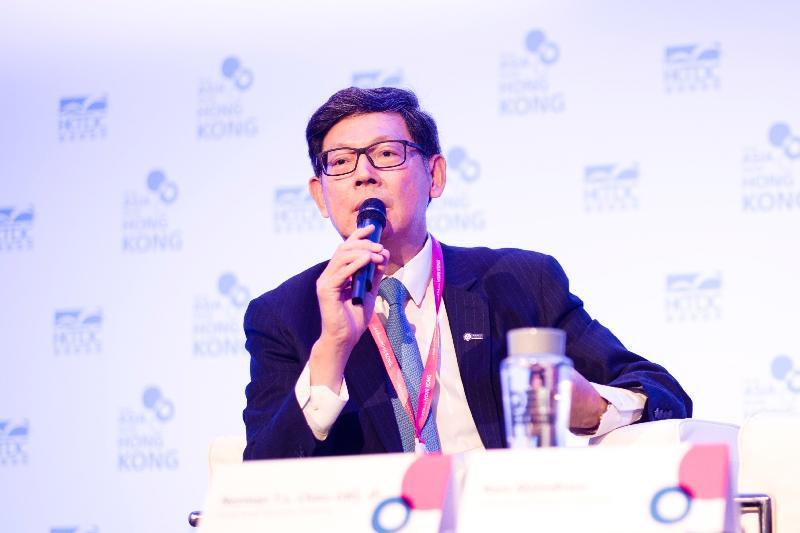 金融管理局总裁陈德霖昨日(伦敦时间九月二十一日)于英国伦敦的研讨会推广香港作为接通「一带一路」机遇的门户。