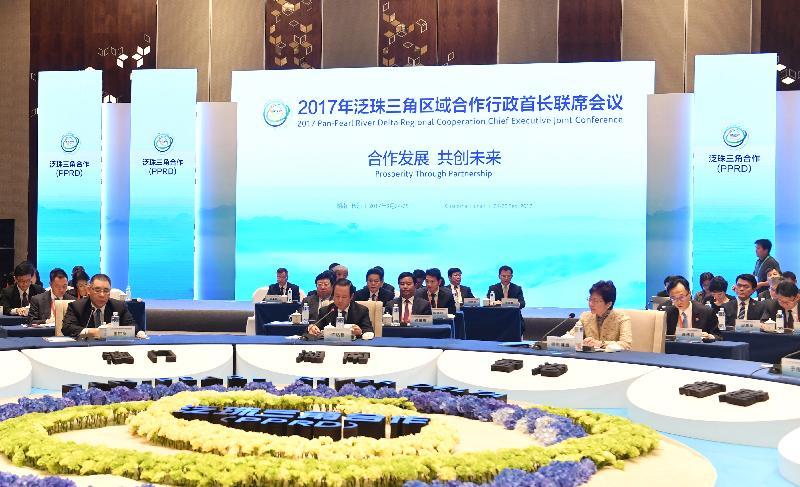 行政長官林鄭月娥(前排右)今日(九月二十五日)在湖南省長沙市出席2017年泛珠三角區域合作行政首長聯席會議。