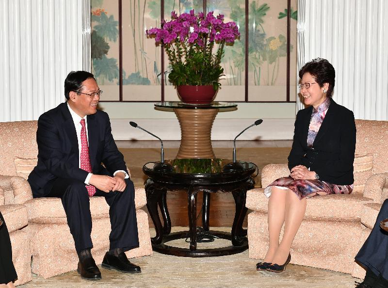 行政長官林鄭月娥(右)今日(九月二十七日)傍晚在禮賓府與江蘇省委書記李強(左)會面。