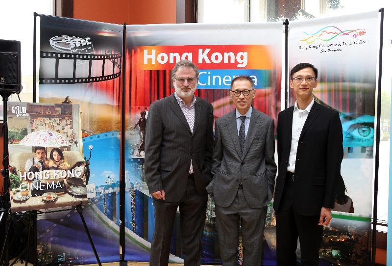 香港駐三藩市經濟貿易辦事處處長蔣志豪(右)、三藩市電影協會執行長Noah Cowan(左)和香港電影監製李恩霖(中)今日(三藩市時間九月二十九日)出席在三藩市舉行的第七屆香港電影節開幕酒會。