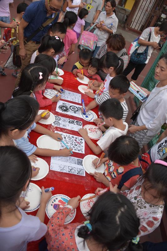 「北區青年節--藝.動.樂」十月八日(星期日)在上水石湖墟遊樂場舉行。圖示去年活動的彩繪工作坊。