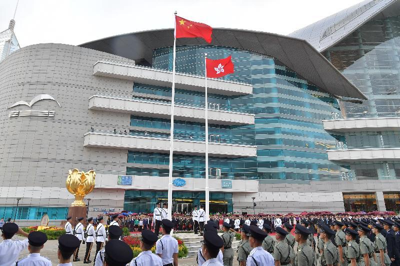 行政長官林鄭月娥、主要官員及嘉賓今早(十月一日)在灣仔金紫荊廣場出席慶祝中華人民共和國成立六十八周年升旗儀式。
