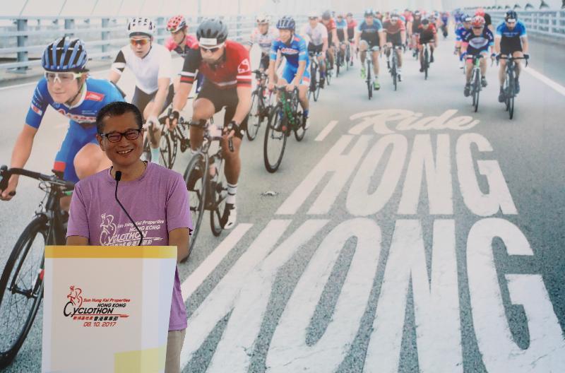 財政司司長陳茂波今日(十月八日)在香港單車節上午賽事的頒獎儀式上致辭。