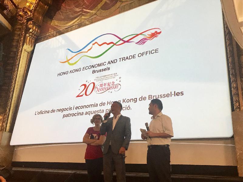 香港導演杜琪峰(中)於十月八日(西班牙時間)的「錫切斯2017-第50屆加泰羅尼亞國際奇幻電影節」向西班牙觀眾介紹他的電影《鎗火》。