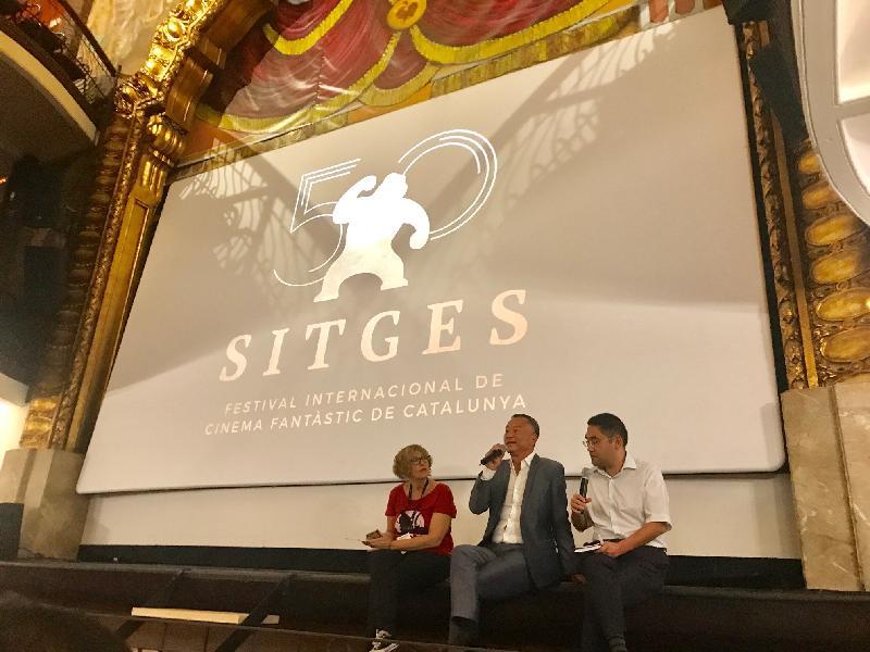 香港導演杜琪峰(中)於十月八日(西班牙時間)的「錫切斯2017-第50屆加泰羅尼亞國際奇幻電影節」上,在《鎗火》放映後與觀眾交流及分享心得。