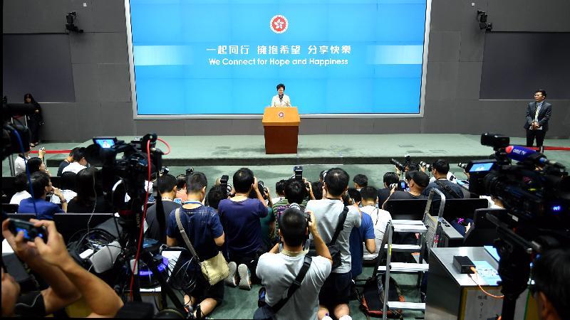 行政長官林鄭月娥今日(十月十一日)下午在添馬政府總部舉行《行政長官2017年施政報告》記者會。