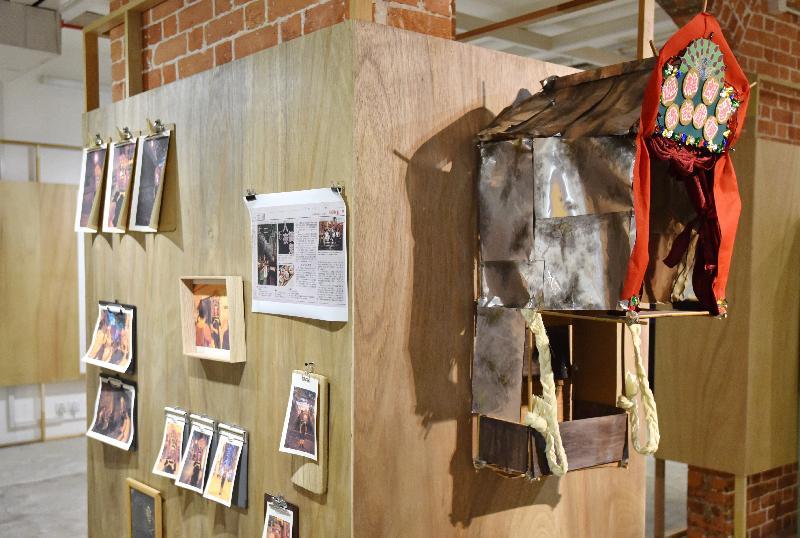 由油街實現籌劃的《火花!新遊社:文創導賞員@社區》展覽今日(十月十三日)在北角油街實現開展。圖示劉學成的作品。