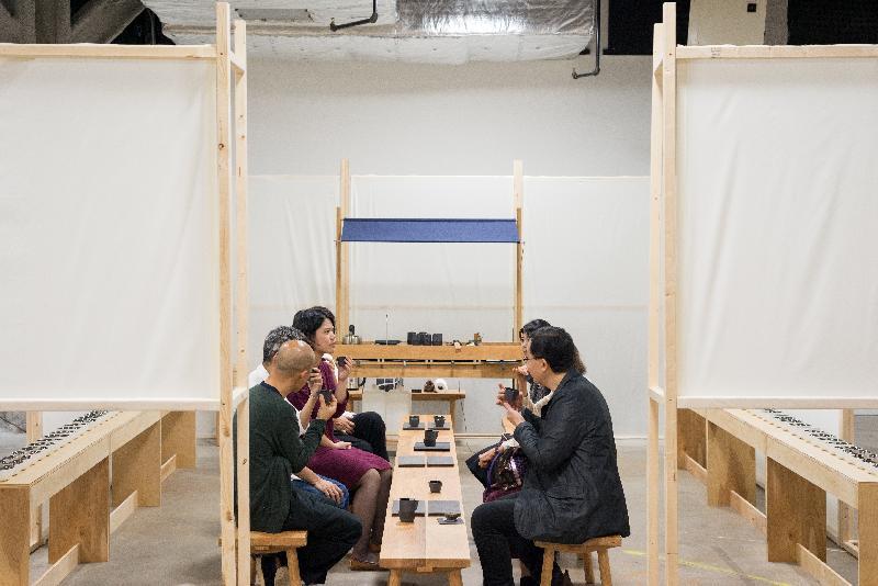 芝加哥「Confluence‧20+ Creative Ecologies of Hong Kong」巡迴展覽讓參觀者探索富有香港特色的茶道多感觀體驗。