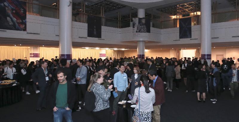 香港駐東京經濟貿易辦事處今晚(十月十五日)在韓國釜山舉行的「香港夜」酒會,有約400位來自香港和海外電影業的賓客出席。