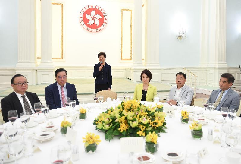 行政長官林鄭月娥今日(十月十六日)下午在禮賓府宴請立法會議員。圖示林鄭月娥(左三)於午宴致辭。